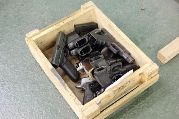 Здесь наш ждёт немного пистолетов