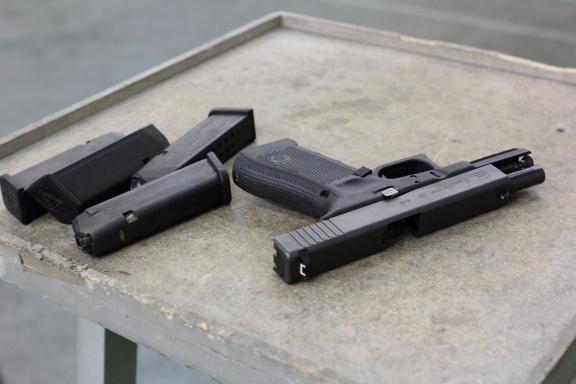 Популярностью пользуется легендарный Glock 17