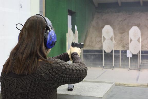 Освоила Glock 36 .45-го калибра
