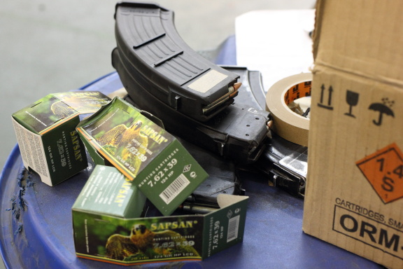 Заботливые инструктора уже снарядили часть патронов по магазинам